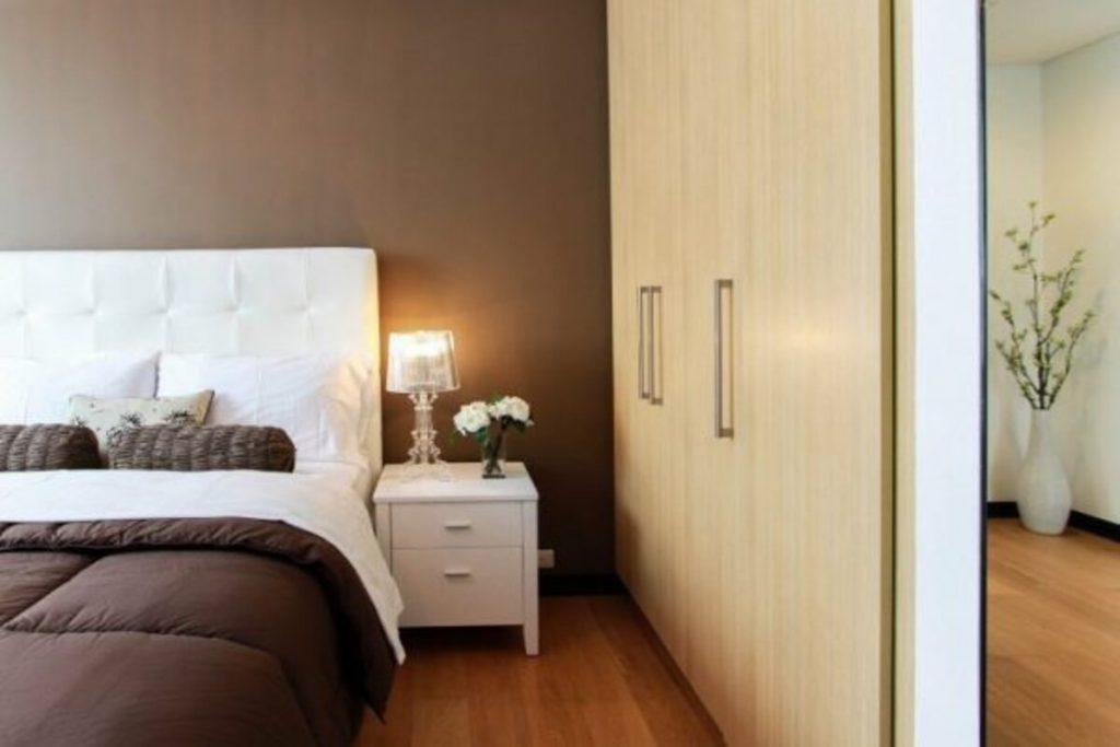 как да обзаведем малка спалня